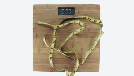 Restricția alimentară la 10 ore pe zi, un bun promotor pentru scăderea în greutate